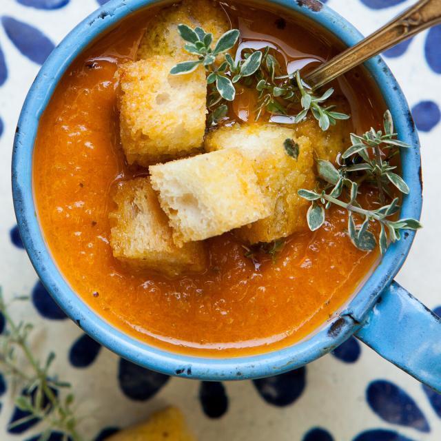 Rezept von Jeanine Donofrio: Karotten-Paprika-Suppe mit Croûtons