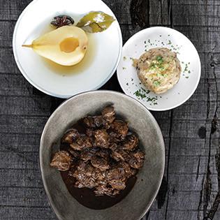Rezept von Sören Anders: Hirschgulasch, Speckknödel, Portweinbirnen