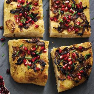 Rezept von Sarah Owens: Focaccia mit Granatapfelkernen & Za'atar