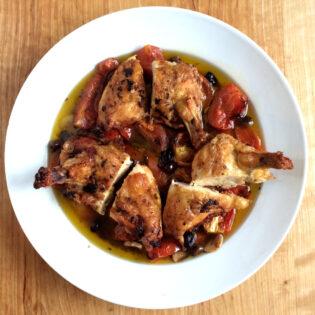 Aus Valentinas Küche: Gebackenes Hühnchen mit Tomaten & Oliven