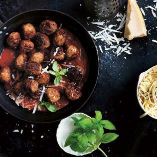 Rezept von Donna Hay: Spaghetti mit Hackbällchen