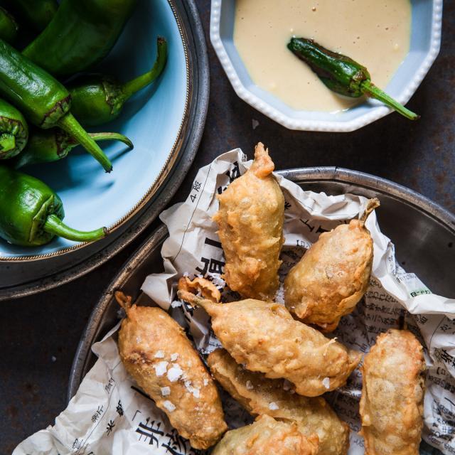 Rezept von Chetna Makan: Chilischoten mit Tamarindenfüllung