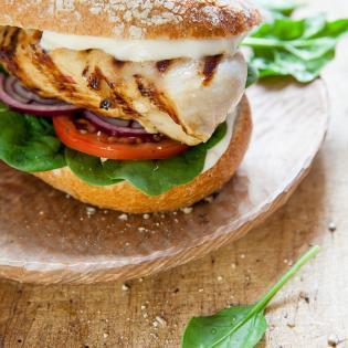Rezept von Kristin Frederick: Hähnchen-Sandwich mit Aioli