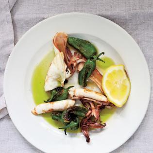 Rezept von Clare Lattin & Tom Hill: Tintenfisch & Pimientos de Padrón
