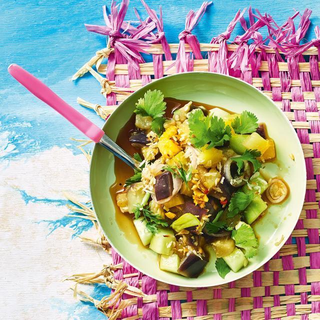 Rezept von aus Pacific Food: Auberginen-Ananas-Salat mit Kokos