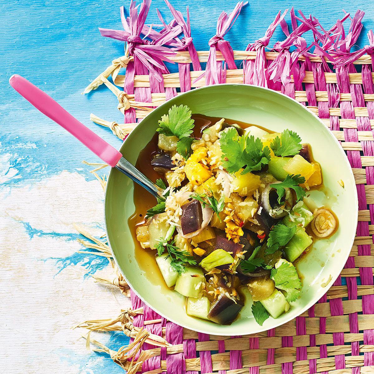 Rezept von aus Pacific Food: Auberginen-Ananas-Salat mit Kokos ...
