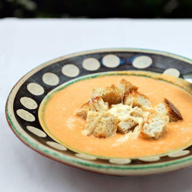 Rezept von Andrea Boscagli: Kürbissuppe mit Provolone-Croutons