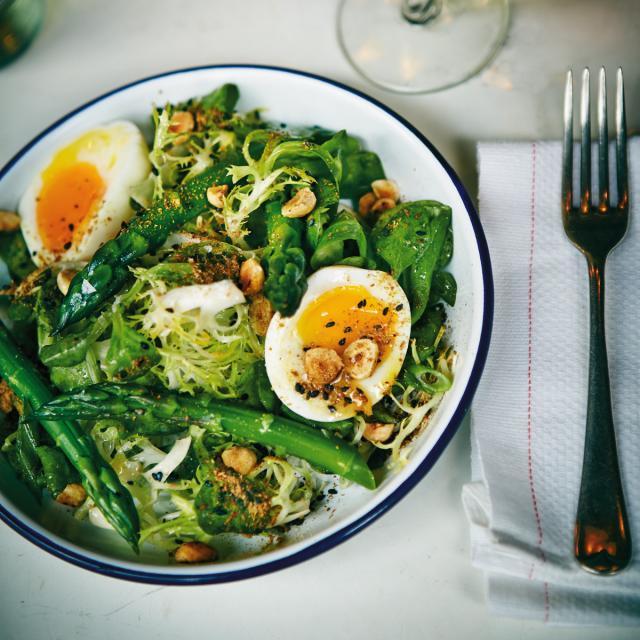 Rezept von Russell Norman: Spargel, Ei und Haselnuss-Salat