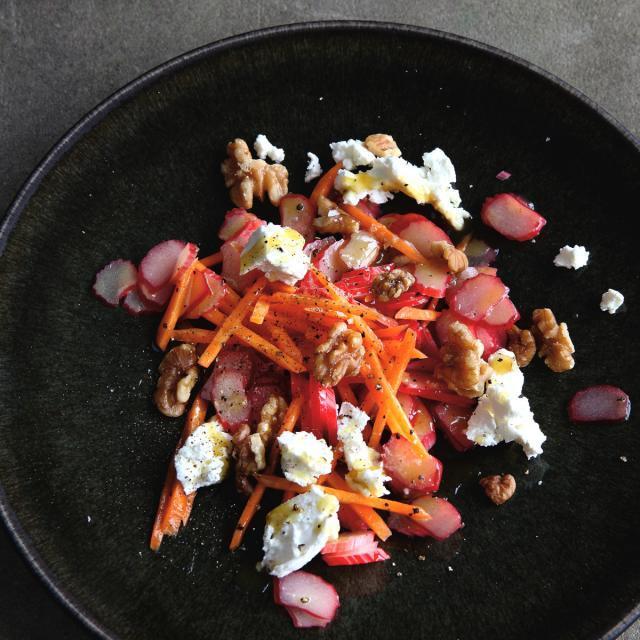 Rezept von Hugh Fearnley-Whittingstall: Roher Rhabarber-Karotten-Salat