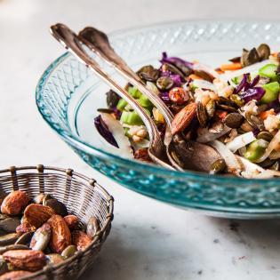 Rezept von Tainá Guedes: Gemüsesalat mit Getreide & Mandeln