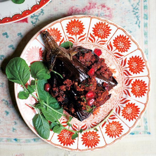 Rezept von Olia Hercules: Auberginenrouladen mit Walnusspaste