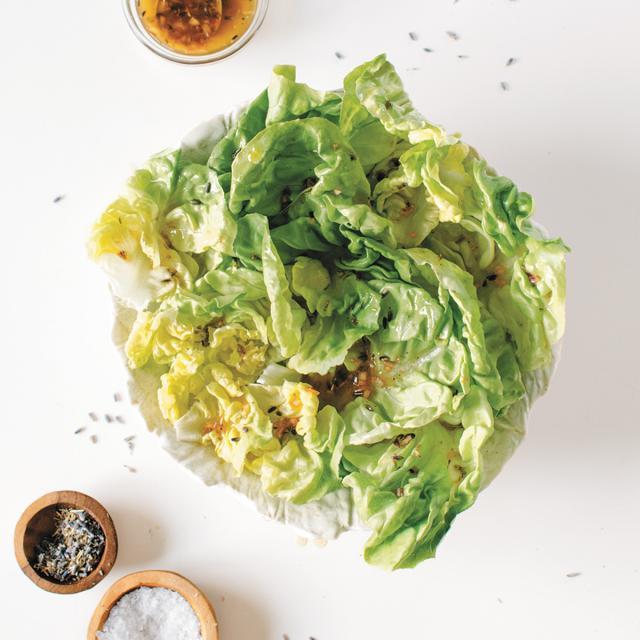 Rezept von Lily Diamond: Kopfsalat mit Vinaigrette Herbes de Provence
