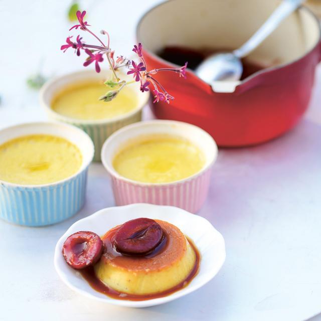 Rezept von Ali Güngörmüs: Crème Caramel mit karamellisierten Zwetschgen