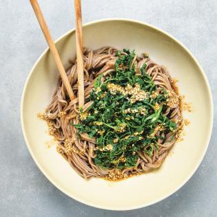 Rezept von Cornelia Schinharl: Japanische Nudeln mit Sesamspinat