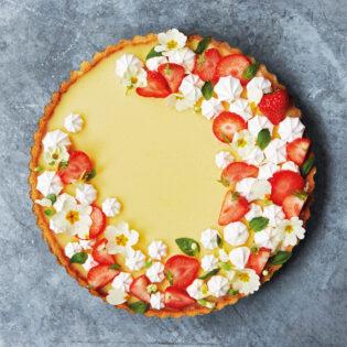 Rezept von Julie Jones: Zitronentarte mit Limoncello-Erdbeeren