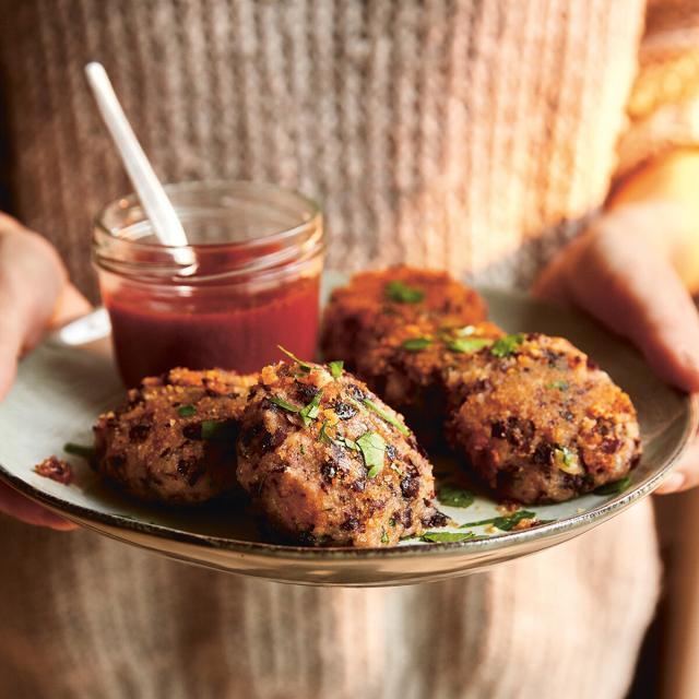 Rezept von Susanne Bodensteiner: Bohnenbuletten mit Tomaten-Dip