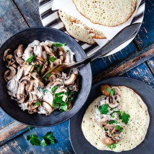 Rezept von Nargisse Benkabbou: Baghrir mit cremiger Pilzsauce