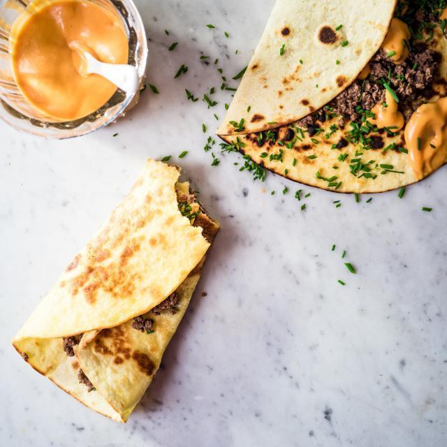 Rezept aus Munchies: Lammtacos mit Chili- und Pinienkernensalsa