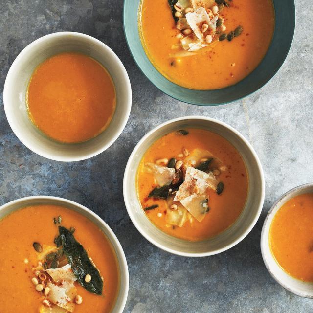 Rezept von Nadine Levy Redzepi: Butternusskürbis-Karotten-Suppe