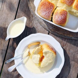 Rezept von Erwin Werlberger: Marillenbuchteln mit Vanillesauce