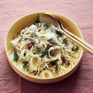 Rezept von Tanja Grandits: Weißkohl-Pastinaken-Salat mit Cedri-Zitrone & Miso