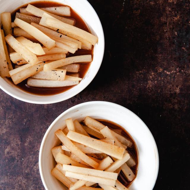 Rezept von Nancy Singleton Hachisu: In Miso gegarter aromatisierter Daikon