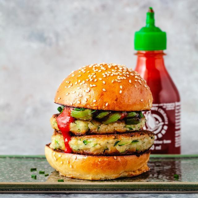 Rezept von Martin Nordin: Zucchiniburger mit gegrillten Frühlingszwiebeln
