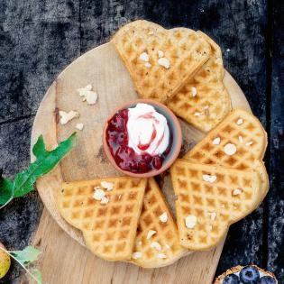 Rezept von Tanja Dusy & Inga Pfannebecker: Apfelwaffeln mit Preiselbeersahne