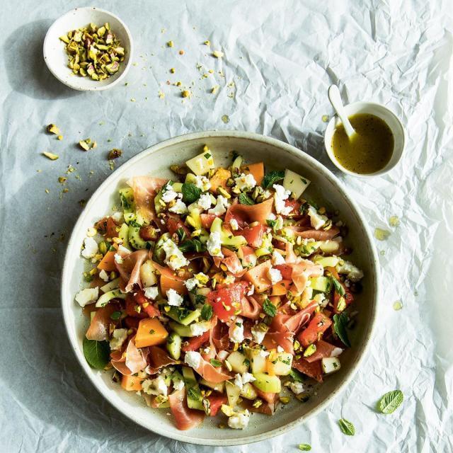 Rezept von Kat Mead: Melone & Gurke mit Ziegenkäse, Pistazien & Minze