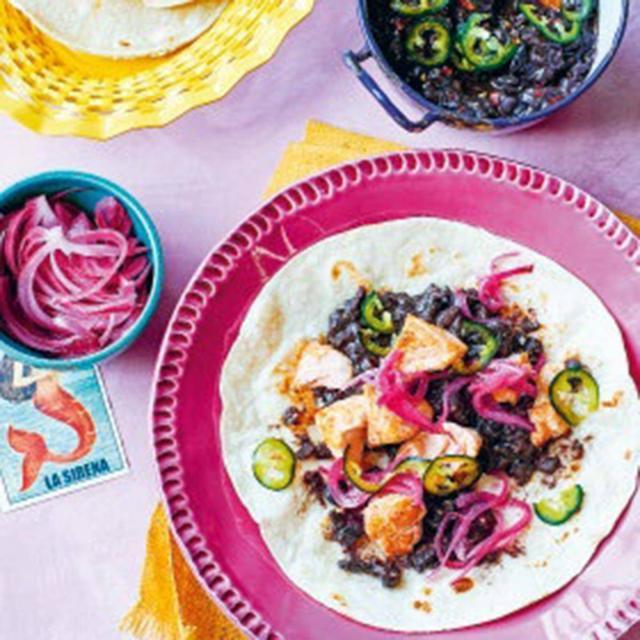 Rezept von Felipe Fuentes Cruz & Ben Fordham: Tacos mit Lachs und feurigen schwarzen Bohnen