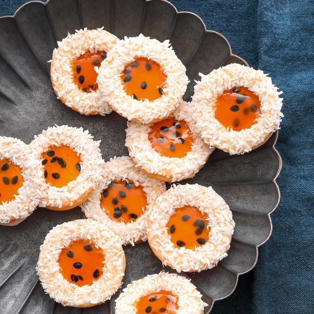 Rezept von Andreas Neubauer: Kokos-Spitzbuben mit Passionsfruchtgelee