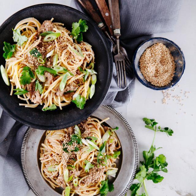 Rezept von Sabrina Ghayour: Spaghetti mit Pilzen, Tahina & Harissa