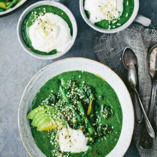 Rezept von David Frenkiel & Luise Vindahl: Grüne Suppe mit Sahnewölkchen