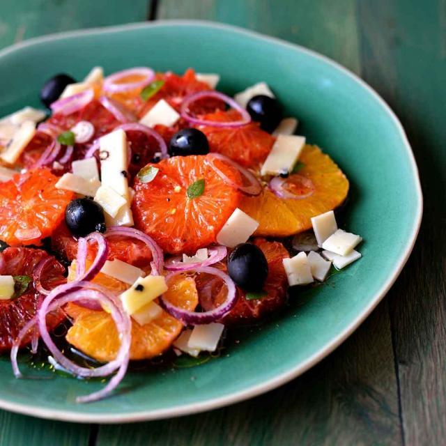 Rezept von Cettina Vicenzino: Orangensalat mit Pecorino und schwarzen Oliven