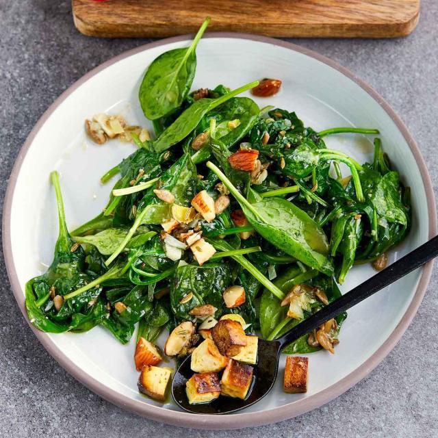 Rezept von Nicky Sitaram Sabnis: Nussiger Spinat mit geräuchertem Tofu
