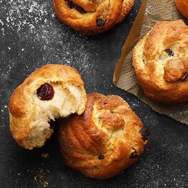 Rezept von Katharina Mayer: Cranberry-Kokos-Hefeknoten