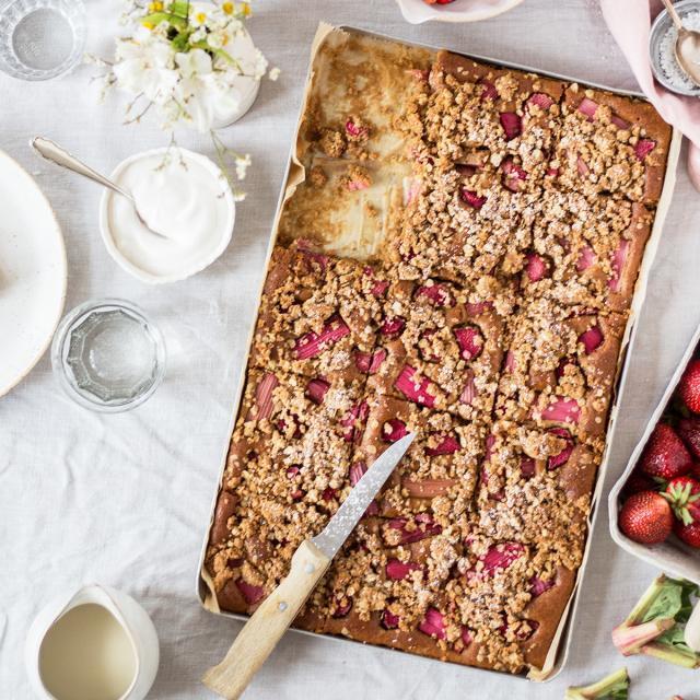 Rezept von Lynn Hoefer: Rhabarber-Blechkuchen glutenfrei