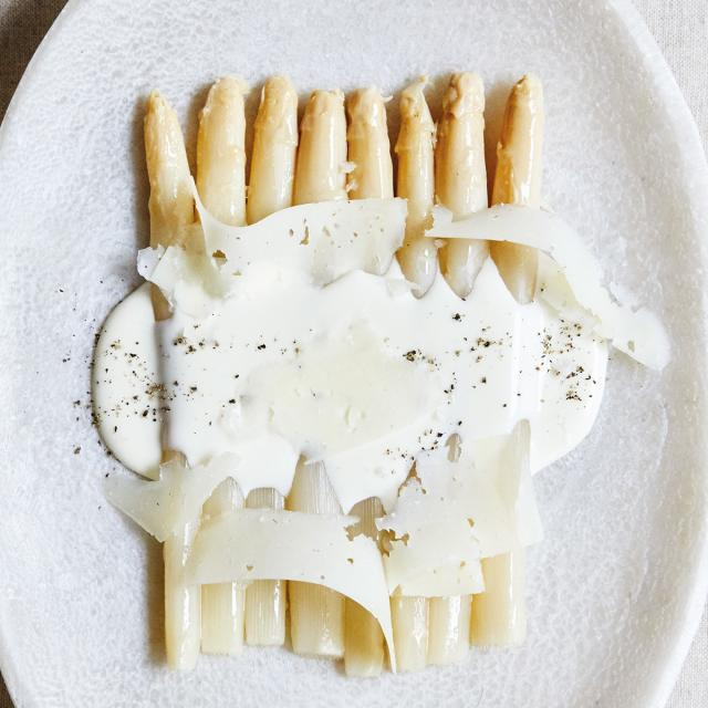 Rezept von José Andrés: Weißer Spargel mit Manchego-Rahm