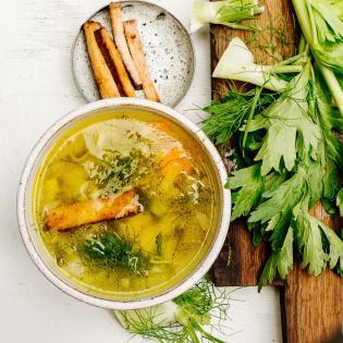 Rezept von Anna Jones: Hühnersuppe ohne Huhn