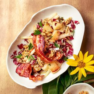 Rezept von Bettina Matthaei: Lauwarmer Wintersalat mit Quitte, Topinambur, Radicchio & Speck