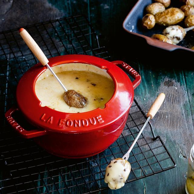 Rezept von Sarah Thor: Trüffel-Fondue mit Ofenkartoffeln