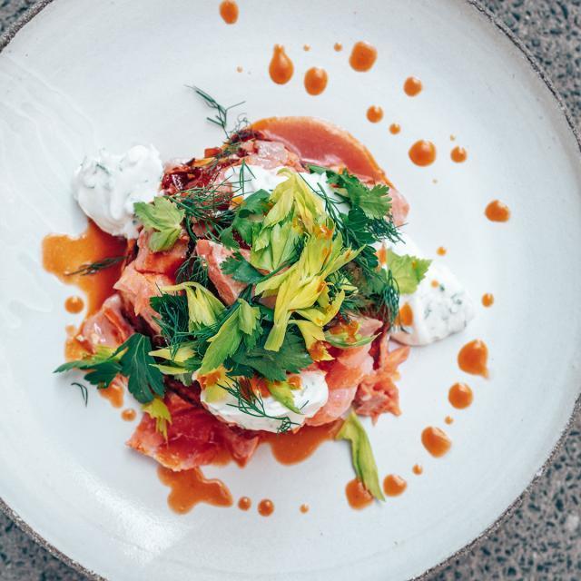 Rezept von Haya Molcho und Andreas Barotanyi: Kimchi-Pancakes mit Lachs & Limetten-Crème-fraîche