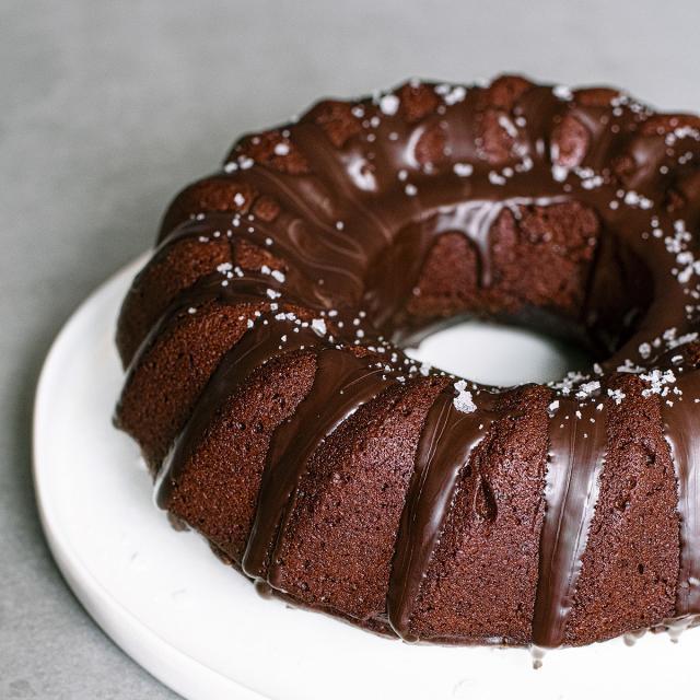 Rezept von Magdalena Muttenthaler: Schokoladenkuchen mit Roter Bete & Meersalz