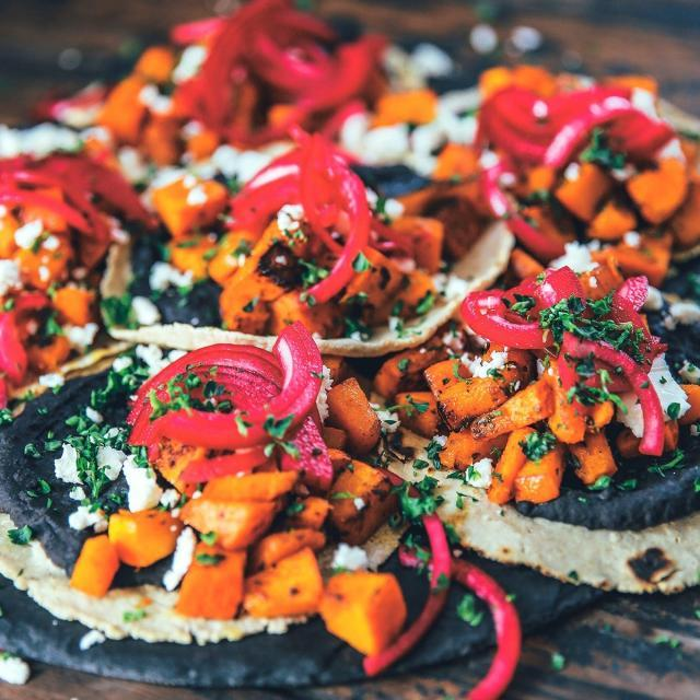 Rezept von Thomas Kosikowski & Johannes Riffelmacher: Kürbistacos – Tacos de calabaza