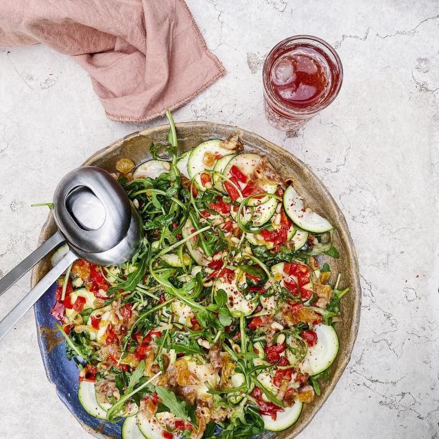 Rezept von Charlie Carrington: Zucchini-Rucola-Salat