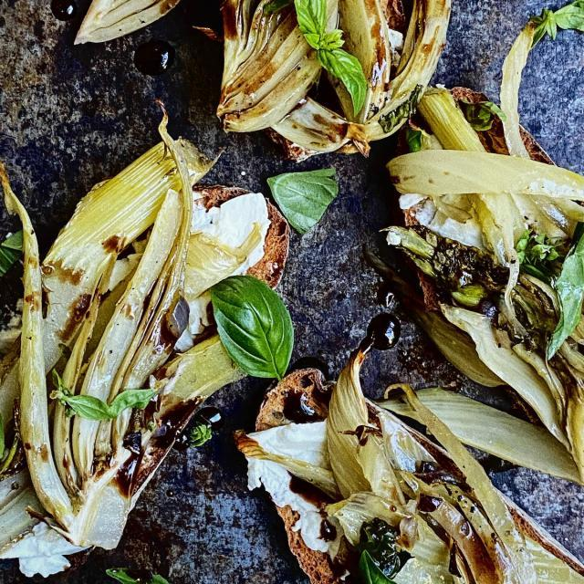 Rezept von Charlie Carrington: Bruschetta mit geröstetem Fenchel & Ziegenkäse