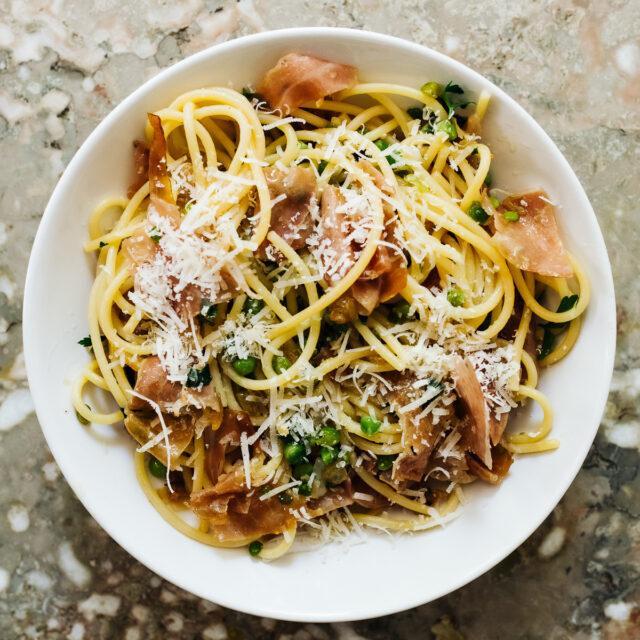 Rezept von Ruth Rogers & Rose Gray: Spaghetti mit Erbsen & Frühlingszwiebeln